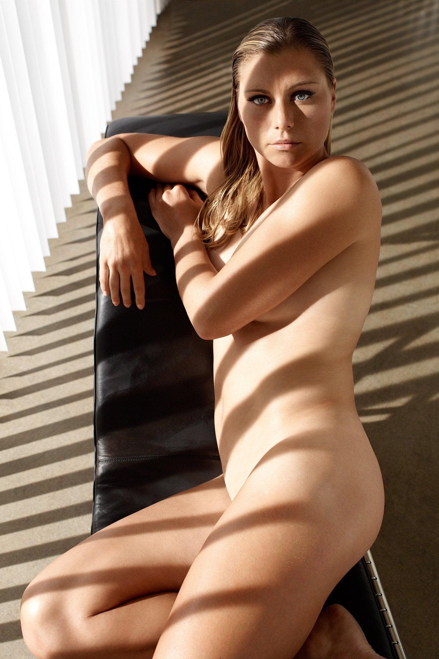 Самые известные голые девушки 7 фотография
