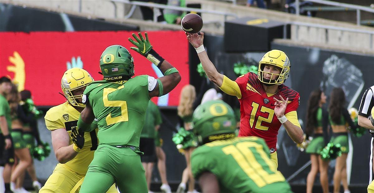 Oregon players push Pac-12 to consider fall football restart