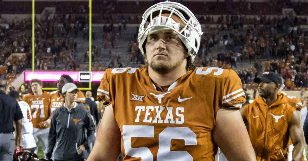 Texas center Zach Shackelford leaves Rice game with injury