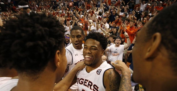 Auburn Upsets No 5 Tennessee In Tigers Game Of Year