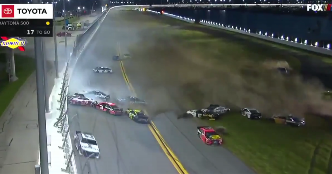 The Big One strikes with 17 laps to go in Daytona 500