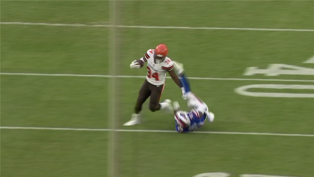 Carlos Hyde stiff arm leads to first Browns touchdown