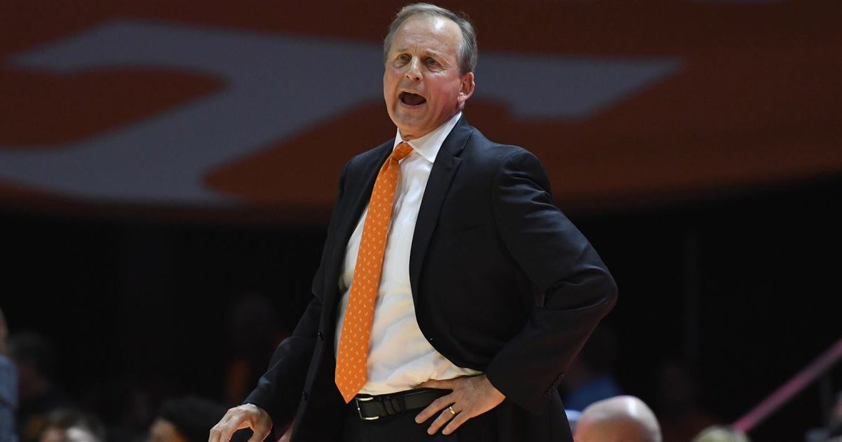 Rick Barnes calls Vols' first-half offense 'pathetic'