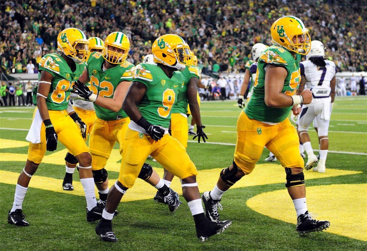 new arrival fb4c0 d3ed6 Ranking Oregon Football's Uniforms
