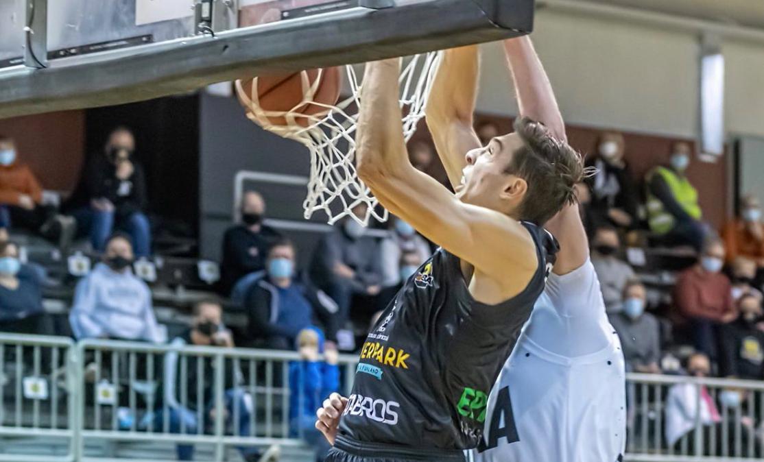 UNC's Justin Pierce Fourth Leading Scorer in Finnish League