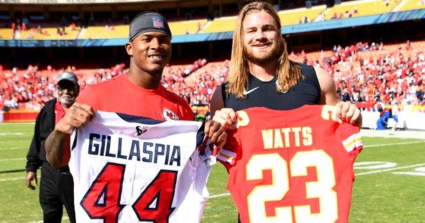 Former A&M teammates Gillaspia, Watts exchange NFL jerseys