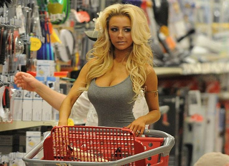 hot-chicks-at-wal-mart-grannies-and-daughters-naked