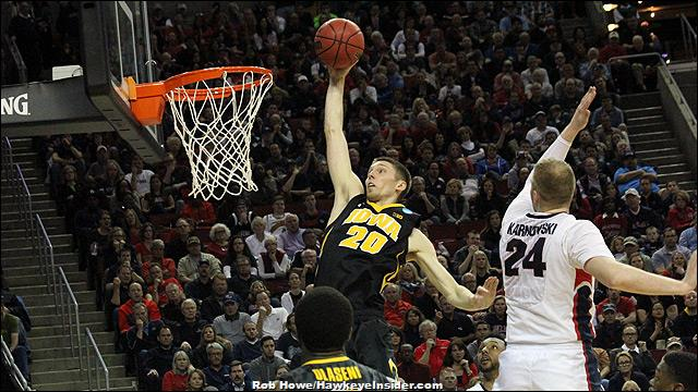 Former Hawkeye Jarrod Uthoff signs with Memphis Grizzlies