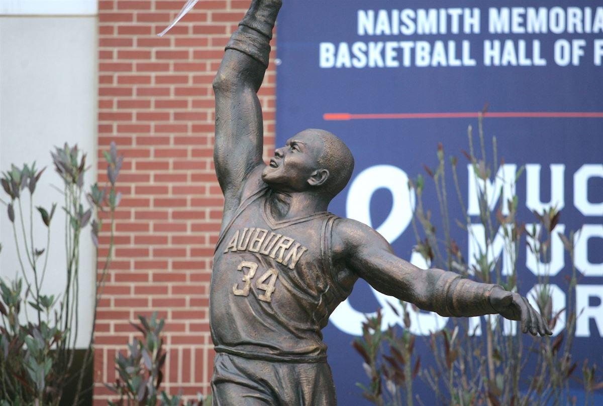 Photos Charles Barkley Statue Unveiled Outside Auburn Arena