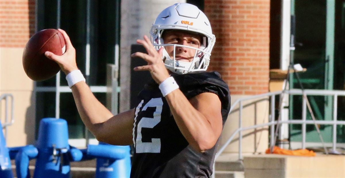 Practice observations: The latest on Tennessee's QB situation