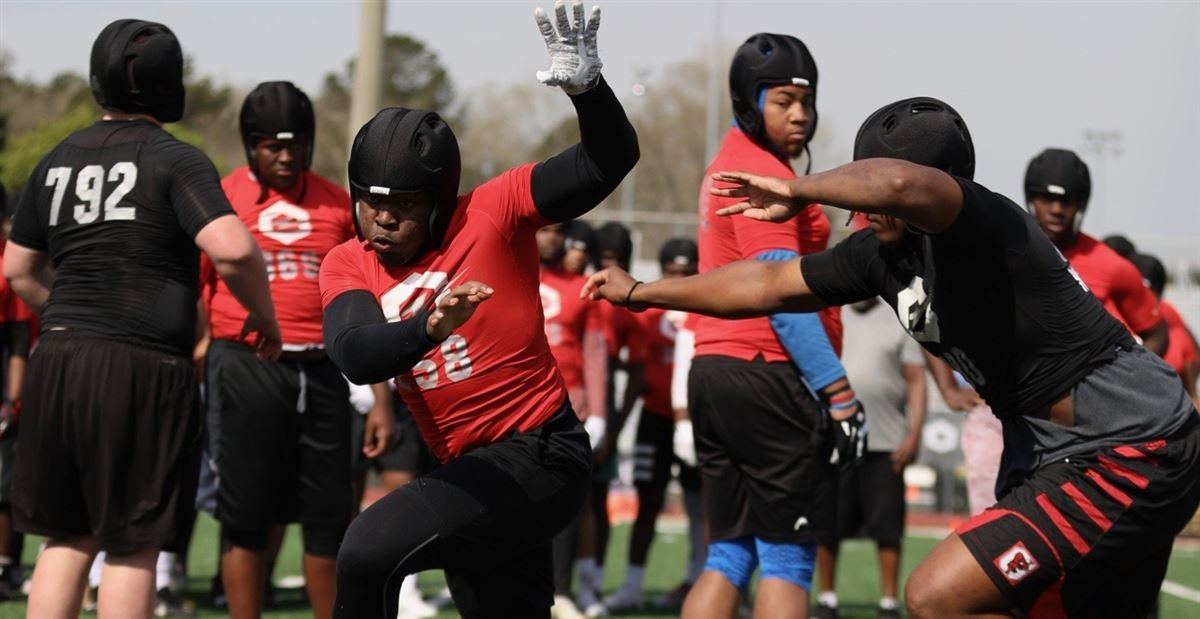 MSU's early interest pays off with DE commit Barrow