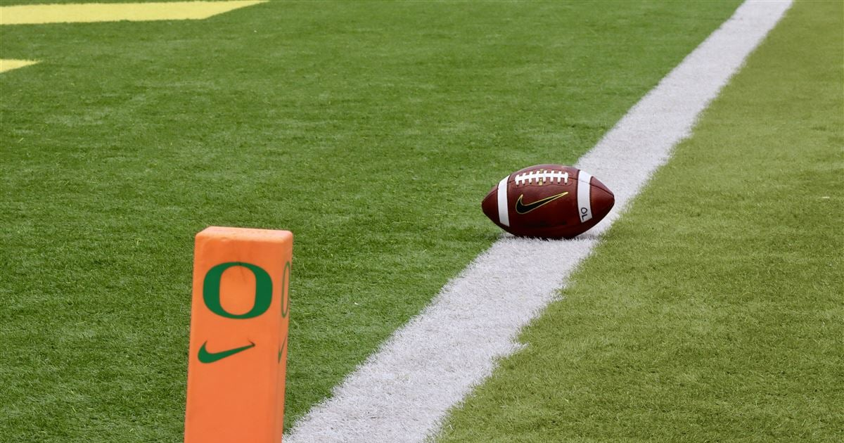 Report: Oregon staffer to be hired for on-field role at Hawaii