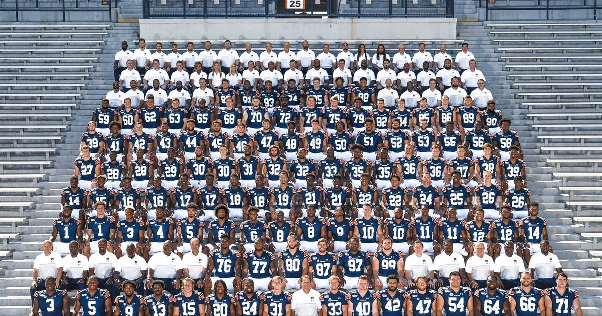 Check out Auburn's team photo, scenes from photo day