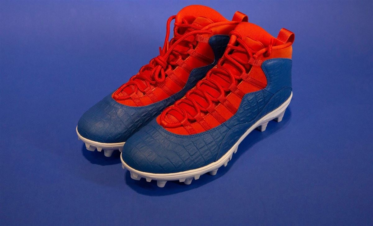 Look: UF wearing new cleats for the