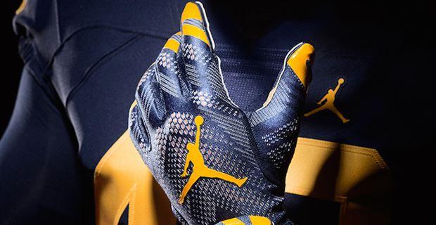 Michigan Jordan Gear >> Look New Photos Of Michigan Wolverines Jordan Cleats Gloves