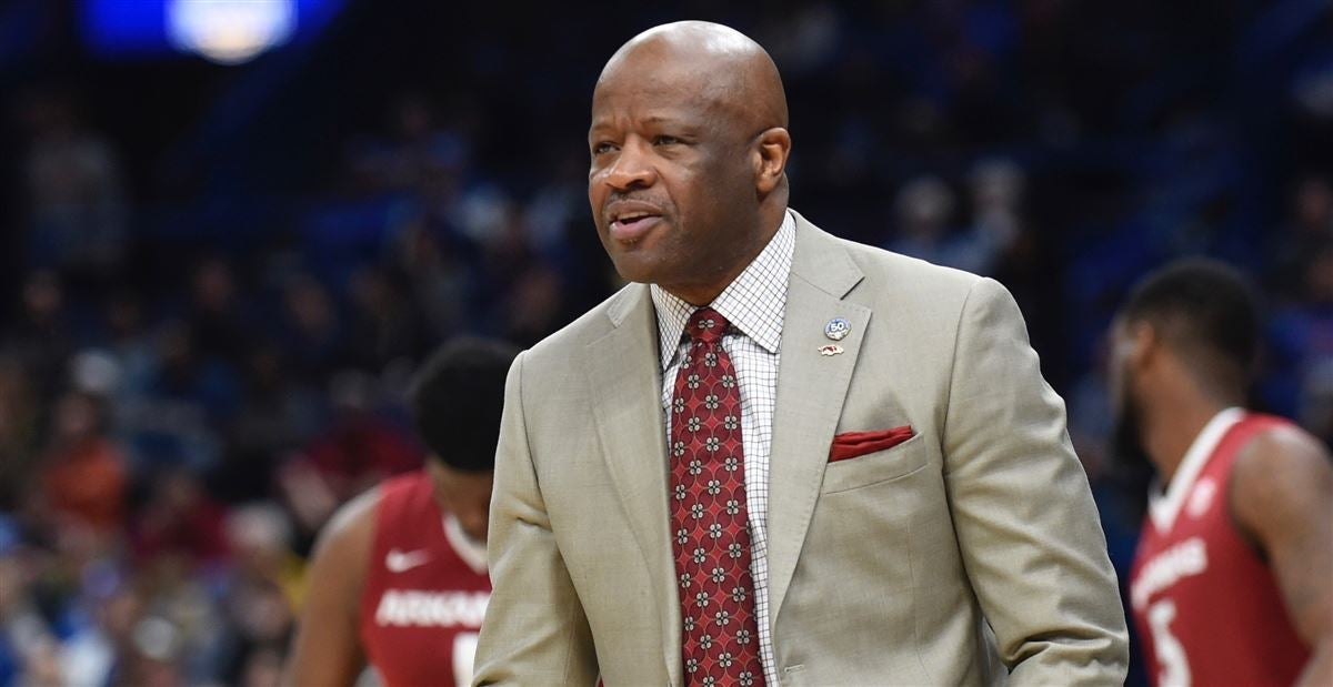 Arkansas lands late addition in 2018 center