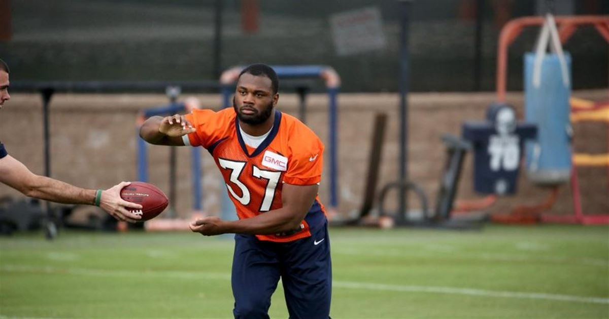 Royce Freeman inks contract with Denver Broncos