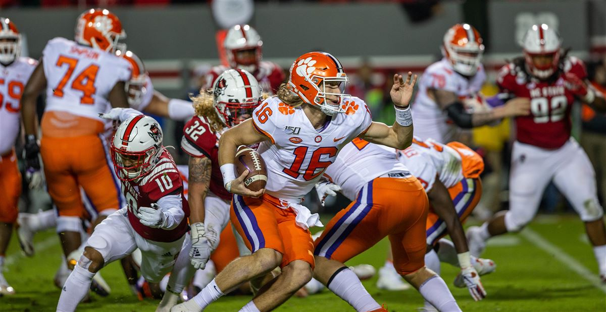 Espn Analyst Says A 13 0 Clemson Could Be Left Out Of The Cfp