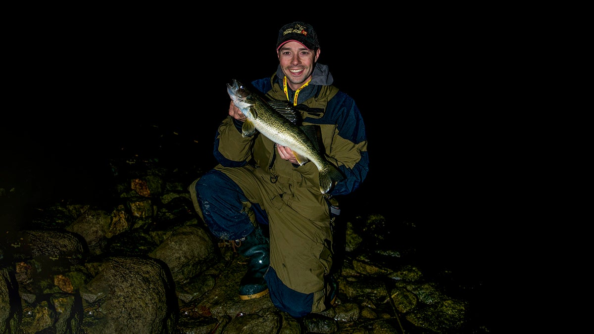 Bank fishing tips for nighttime walleyes in the fall for Night bass fishing