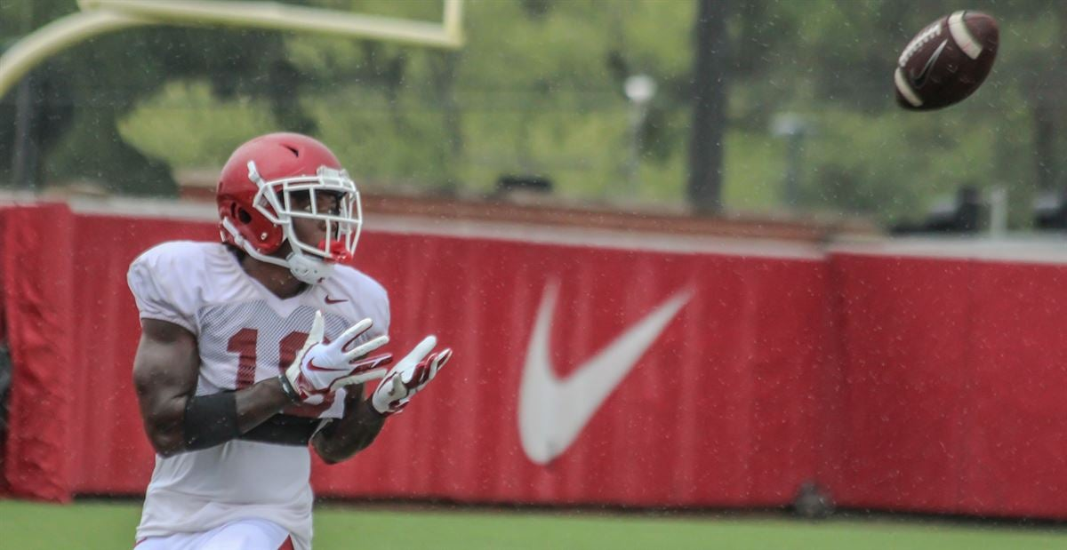 Battle for playing time rages on for Arkansas wide receivers