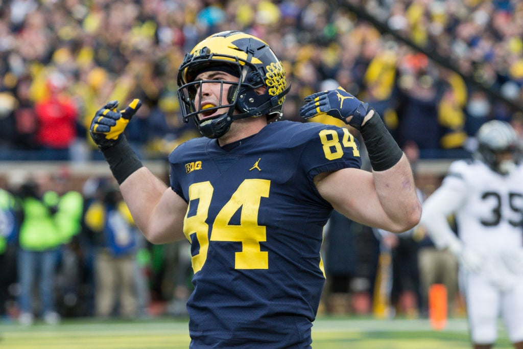 Moore living 'coach's dream' with loaded tight end group