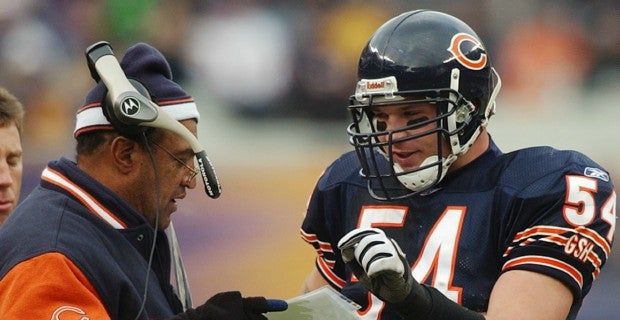 Brian Urlacher has three options to present him at HOF ceremony 16b557905