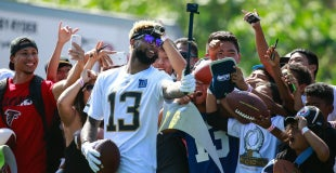 f0797497a47 Odell Beckham Jr. plays catch at Pro Bowl with young Giants fan