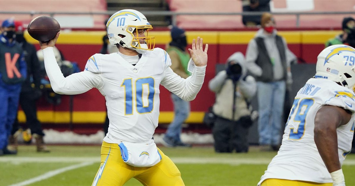 NFL Analyst Rich Eisen says Chargers have a 'unicorn' in Justin Herbert