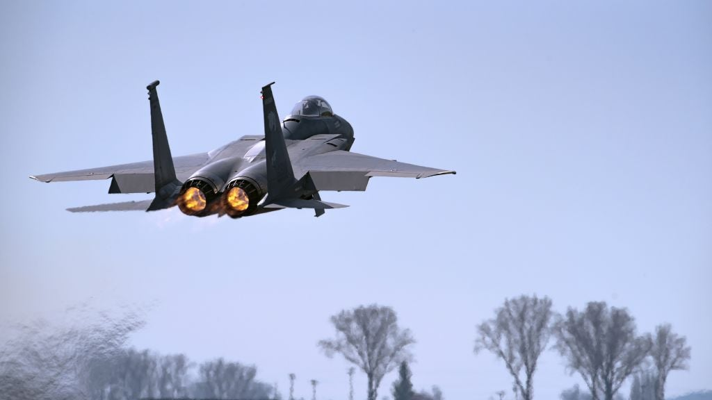 Fighter jet flyover at Oregon spring game results in reports of 'frightening sounds' to local news station