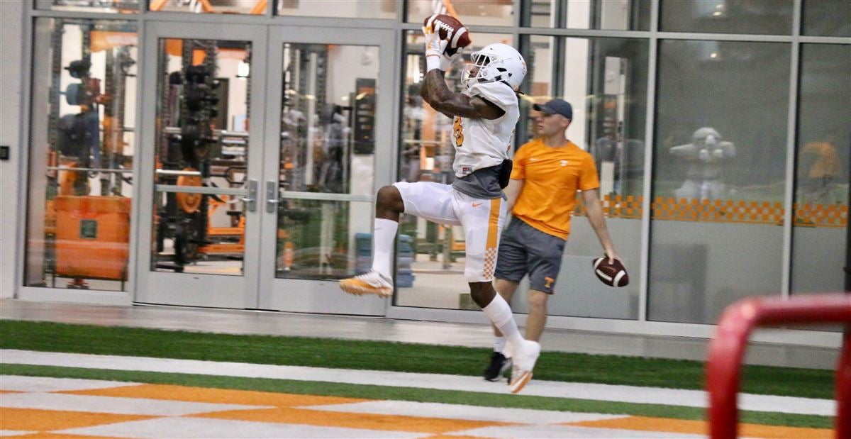Practice observations: Vols indoors for first day in full pads