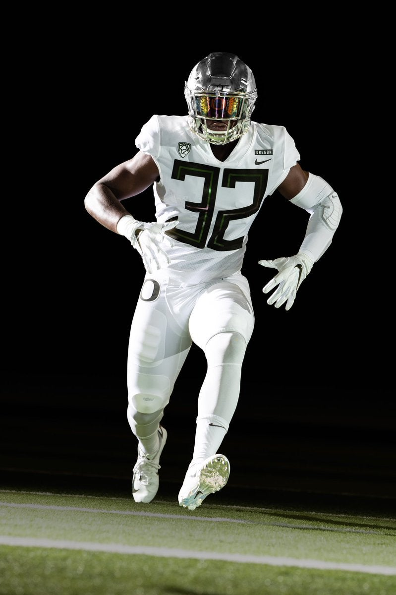 best loved 40dbb d89d8 Oregon to wear white uniforms against Cal