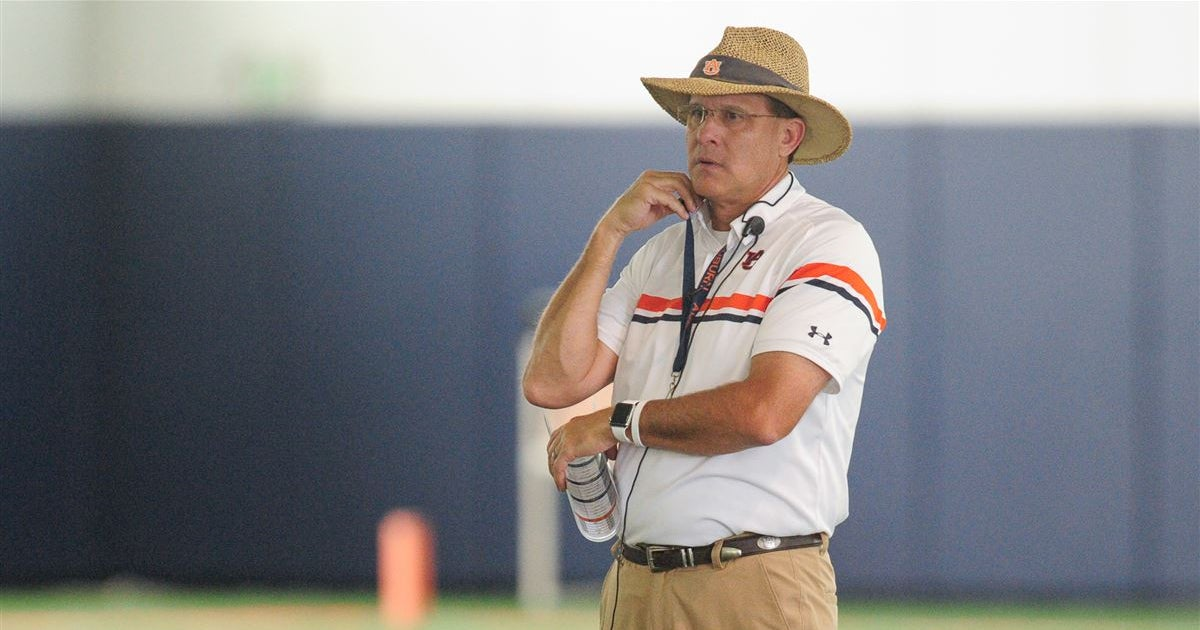Offense shows 'flashes' of improvement in scrimmage