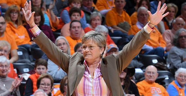 Coach Holly Warlick