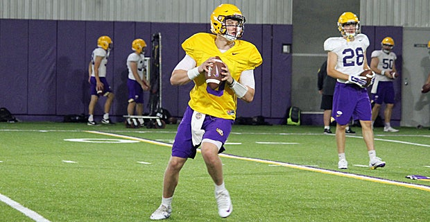 Joe Burrow chasing away QB's at LSU, drawing good reviews