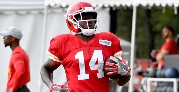 online retailer f8347 d8b09 Chiefs training camp: Watkins being evaluated for hip issue