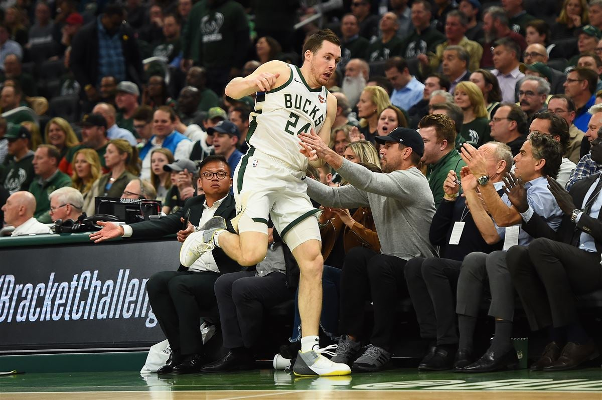 5b62a507 Aaron Rodgers nearly gets ran over at Milwaukee Bucks game
