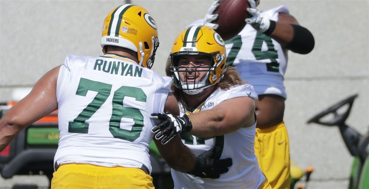 Jake Hanson adjusting to snapping under center with Packers