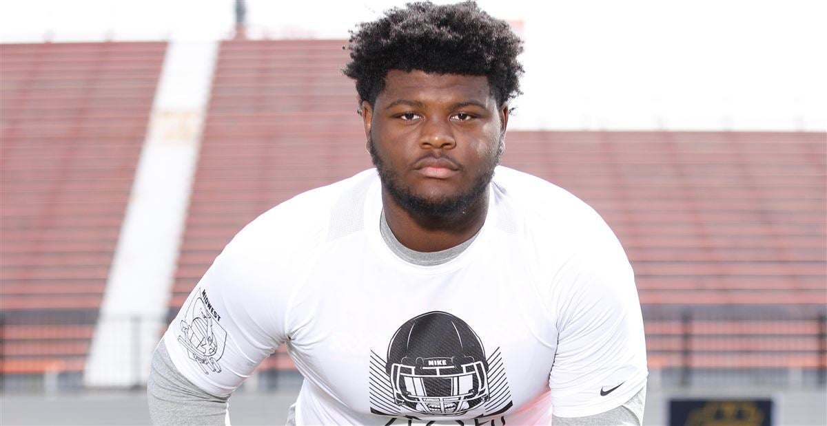 Five-star OL Rogers picks up Texas offer