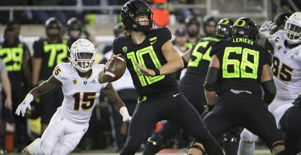 18818b75c Justin Herbert announces he'll return to Oregon