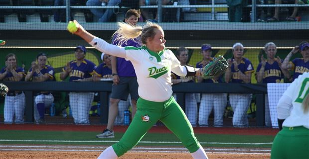 Oregon softball stars elect to transfer