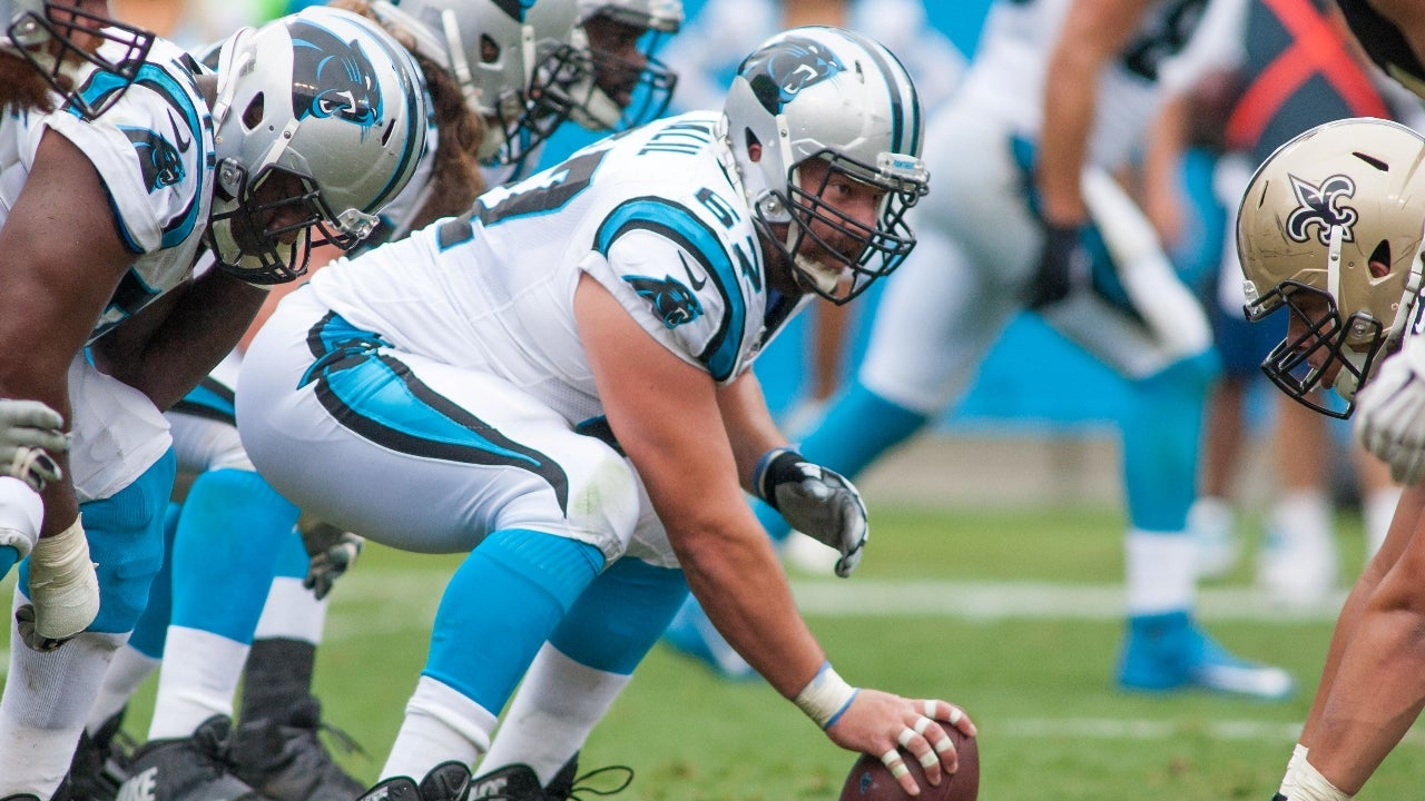 Carolina Panthers Extend fensive Lineman Ryan Kalil