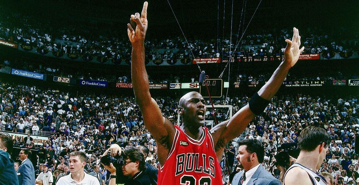 b86eb6f1dc6 Michael Jordan congratulates LeBron James for passing him