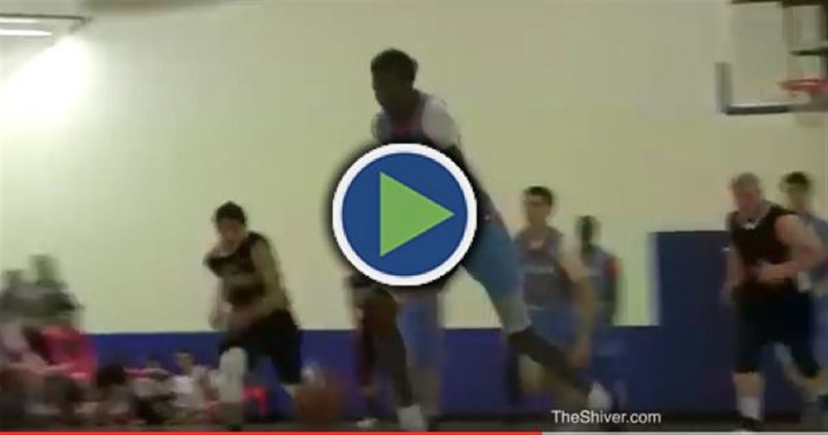 WATCH: Manute Bol's son throws down amazing dunk