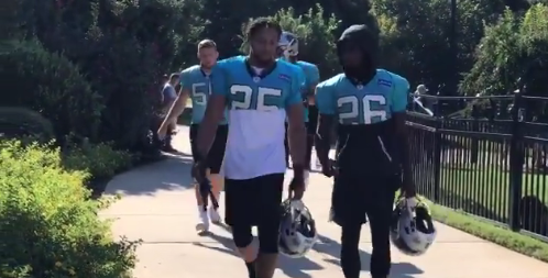best service 65f5d 33ed6 Eric Reid arrives at Panthers practice, gets number assignment