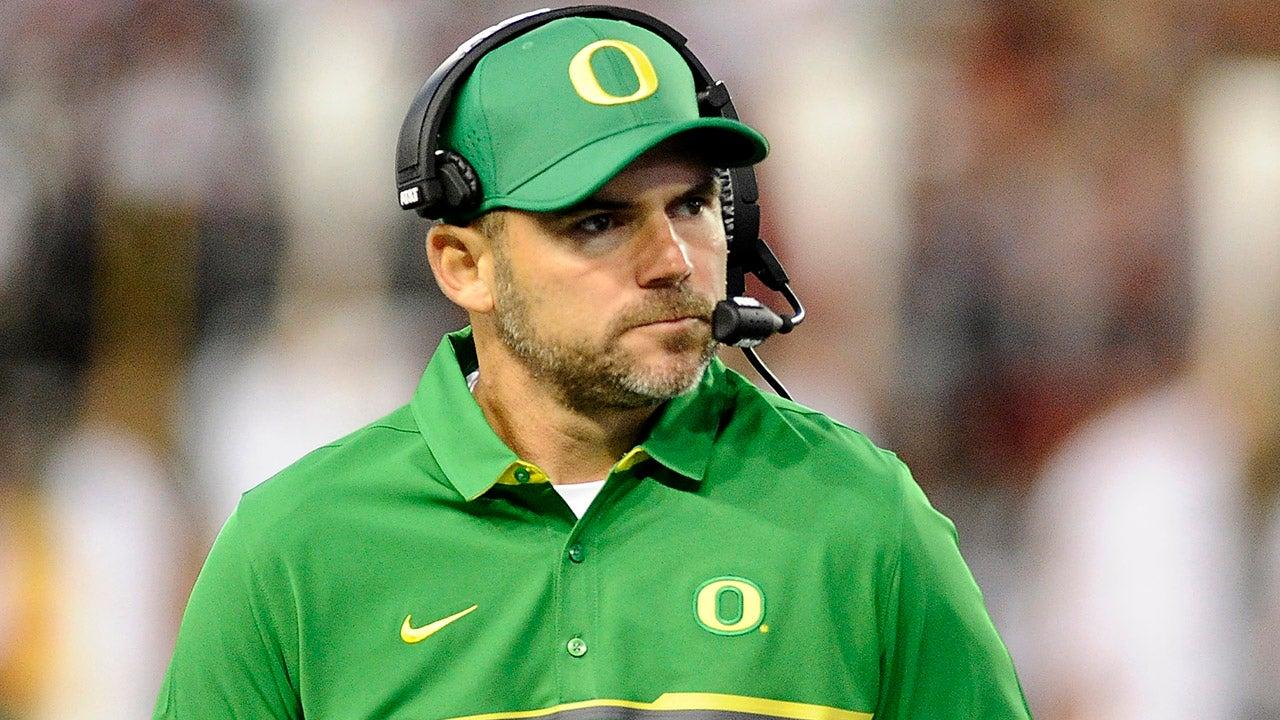 Former Oregon head coach Mark Helfrich joins FOX Sports crew