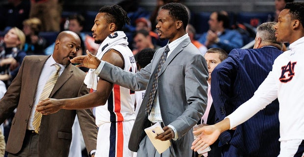 Auburn Basketball Staff Member Marquis Daniels Has Surgery