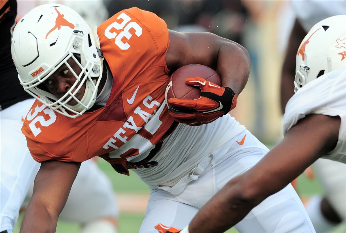 Longhorn Blitz: Depth chart shaping up as Texas camp winds down
