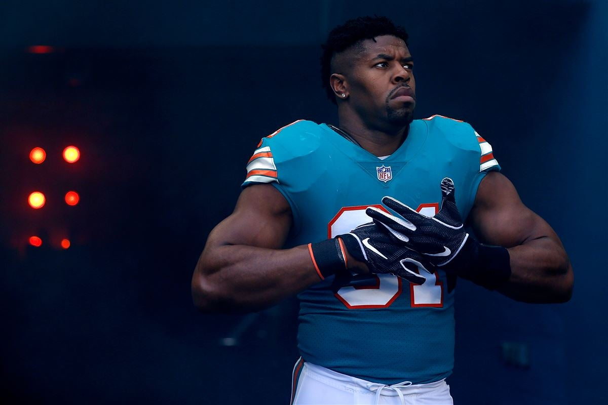 Titans Sign Cameron Wake