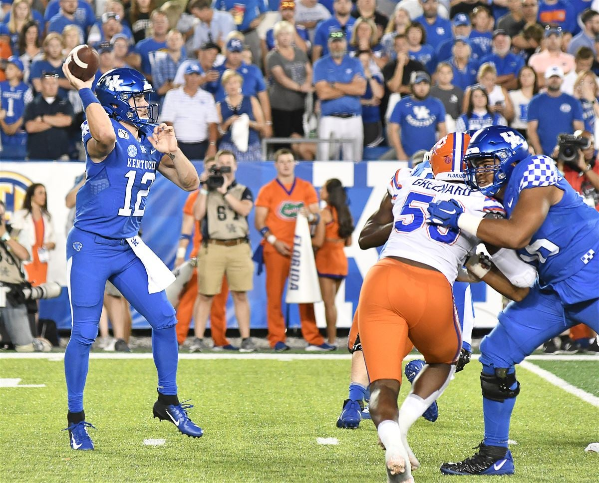 Stoops proud of offensive line effort against Florida
