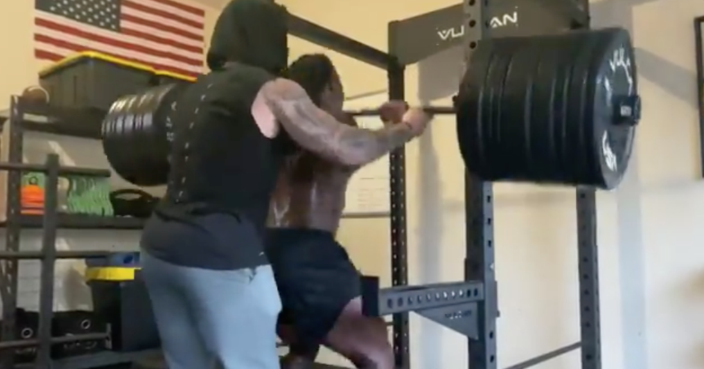WATCH: Chris Curry puts up serious weight in the weight room